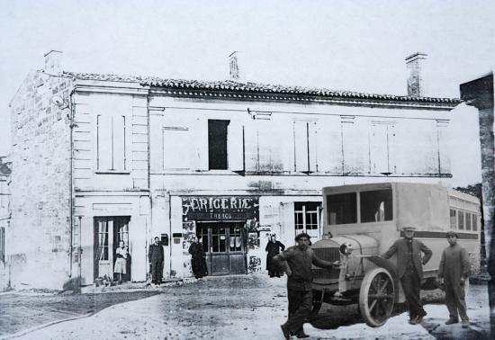 camion-de-la-poste-en-1930.jpg