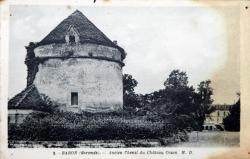 pigeonnier-du-chateau-de-crain